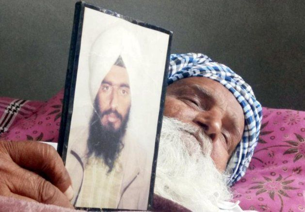 Sardara Singh grieving the death of her son Gurcharan Singh on March 20, 2018 in