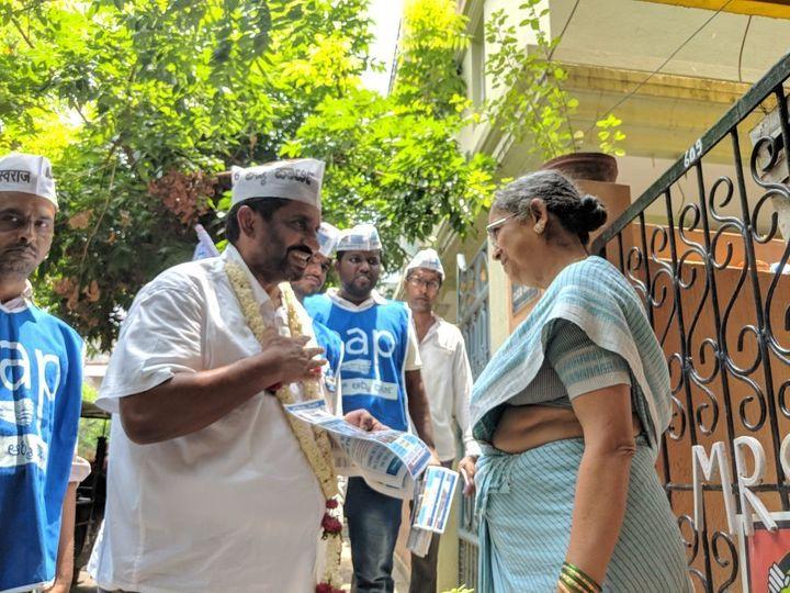 Prithvi Reddy during a door-to-door campaign to meet voters at Sarvagnanagar constituency.