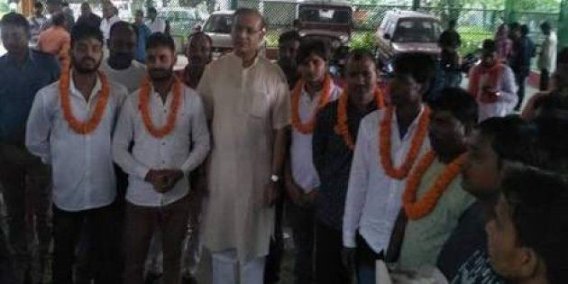 Minister In Modi's Cabinet Garlands Cow Vigilantes Convicted For Lynching A Muslim Trader In