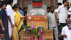 Karunanidhi Funeral: Two Dead In Stampede Outside Chennai's Rajaji Hall As Thousands Still Pour In To Catch Last