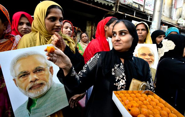 Muslim women in Mumbai celebrate after Supreme Court bans triple talaq on August 22,