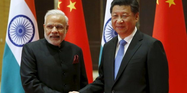 File photo of Indian Prime Minister Narendra Modi (L) and Chinese President Xi