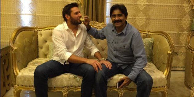 Shahid Afridi And Javed Miandad End Their Spat, Make Up Over