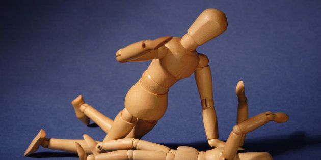 Representative image of wooden dolls arranged in a fighting