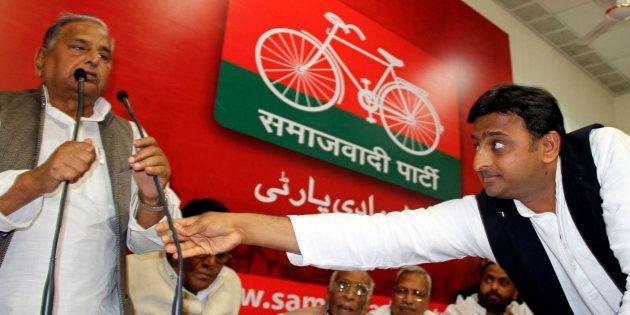 Akhilesh Yadav (R) with Mulayam Singh Yadav in 2012. REUTERS/Pawan