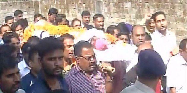 Last rites of Ramashankar Yadav, Head Constable who was killed by SIMI