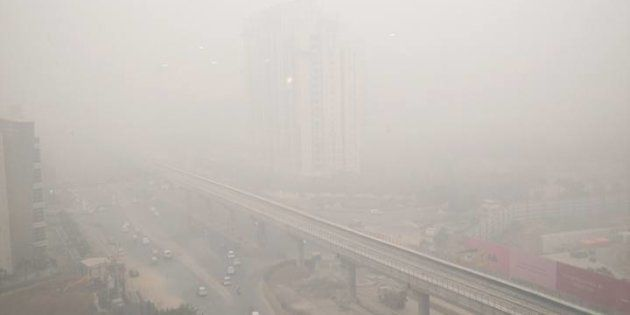 People In NCR Are Complaining Of Burning Sensation In Eyes After Thick Blanket Of