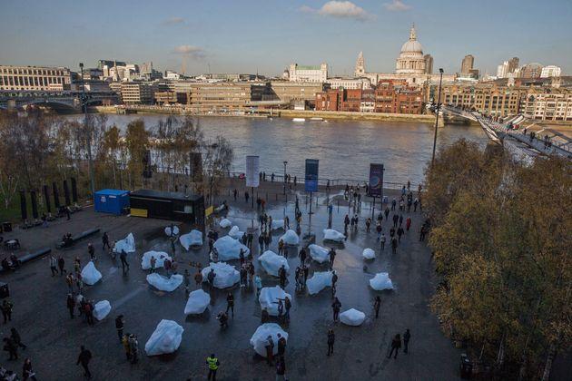 런던 테이트모던 앞에 24개의 빙하조각이