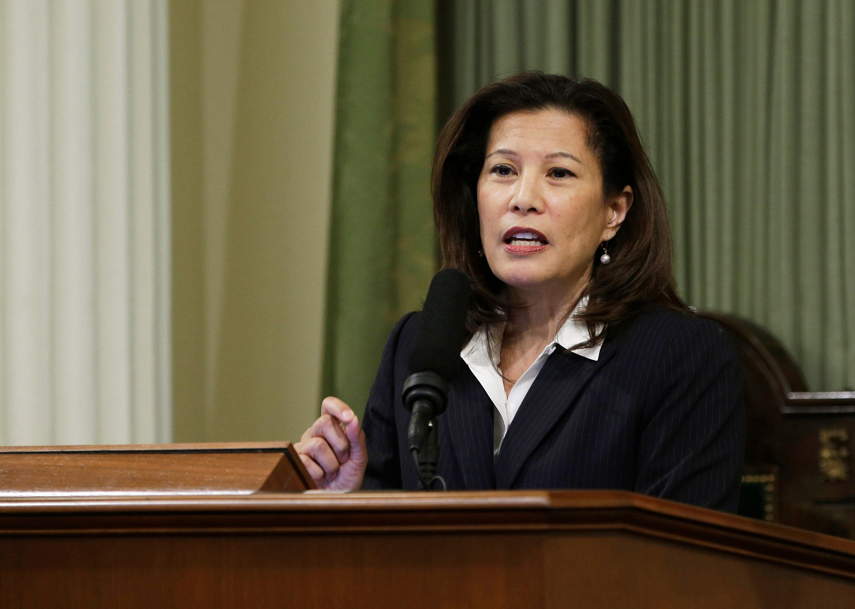 File - In this March 23, 2015, file photo, California Supreme Court Chief Justice Tani G. Cantil-Sakauye delivers her annual State of the Judiciary address before a joint session of the Legislature at the Capitol in Sacramento, Calif. Attorney General Jeff Sessions and Homeland Security Secretary John Kelly are defending federal agents who make immigration arrests at courthouses after California's top judge asked them to stop. The officials sent a letter this week to Chief Justice Cantil-Sakauye saying state and local policies that bar police from turning over suspects for deportation have compelled federal agents to make arrests at courthouses and other public places. (AP Photo/Rich Pedroncelli, File)