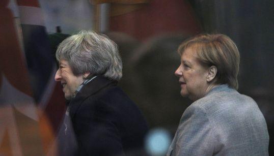 Eiszeit bei Brexit-Gipfel: Merkel fällt May mehrfach ins