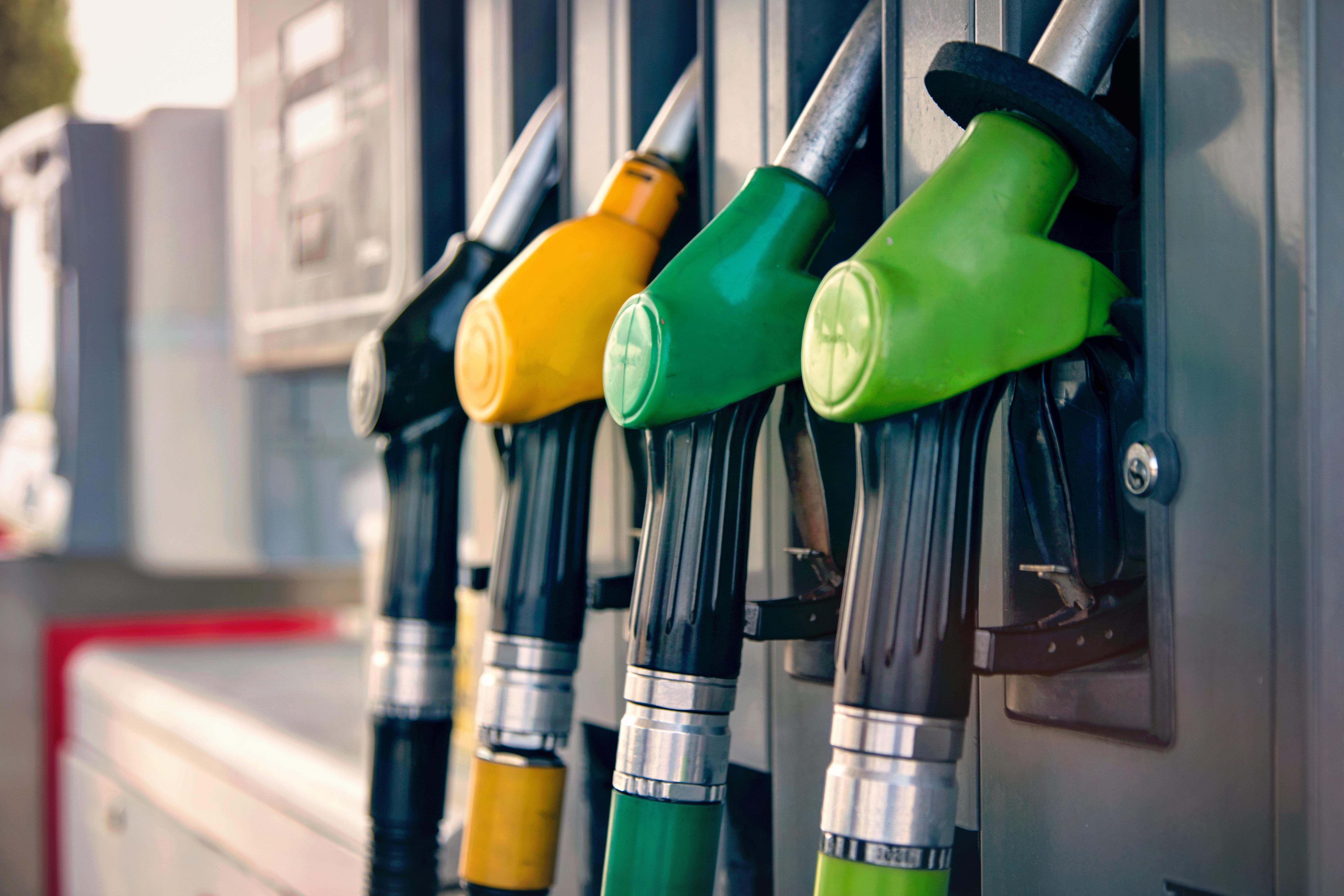 Pénurie de carburants à cause d'une grève des transporteurs, le ministre du Transport promet une réponse