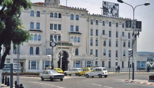 "Constantine: l'hôtel ""Cirta"" achève son long ""bain de"