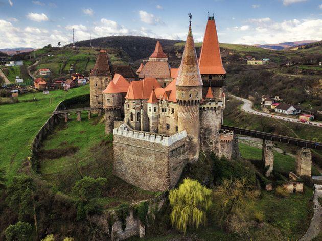 Επιστήμονες διερευνούν τι κρύβεται κάτω από το κάστρο όπου φυλακίστηκε ο Βλαντ ο Παλουκωτής (aka