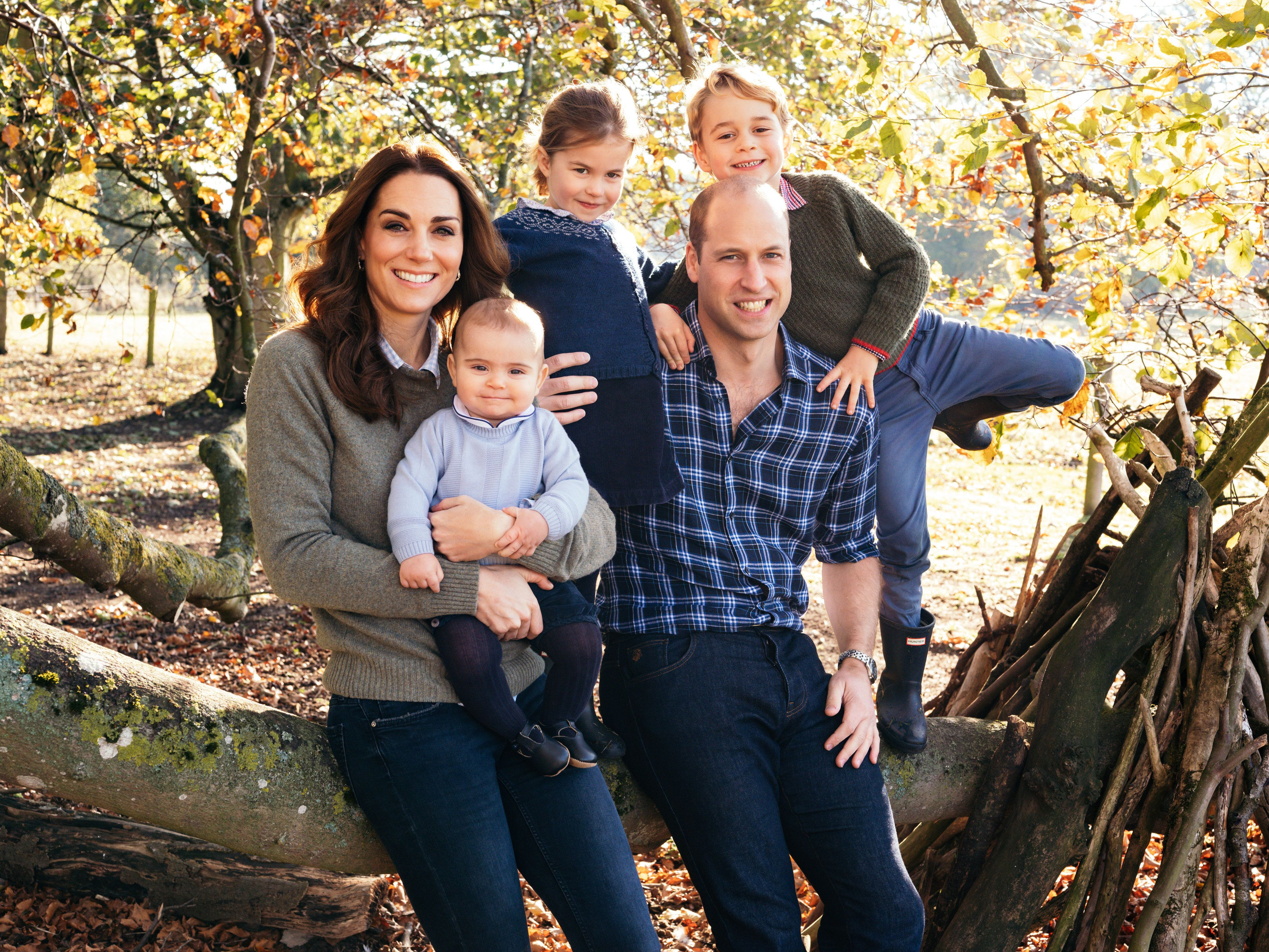 """Prince William and the former Kate Middleton released this family photo as their <a href=""""https://www.huffpost.com/entry/william-kate-harry-meghan-christmas-card_n_5c13bb2fe4b0539b32140e85"""" target=""""_blank"""" rel=""""noopener noreferrer"""">Christmas card</a> for 2018."""