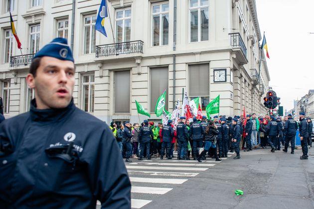 Βέλγιο: Διαδηλώσεις και οδοφράγματα για αυξήσεις μισθών και μη μείωση