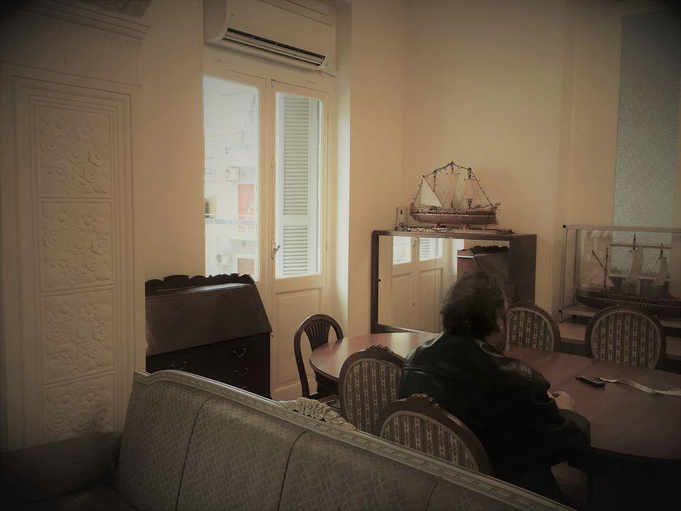 Ο Νίκος στα γραφεία του Ονήσιμου