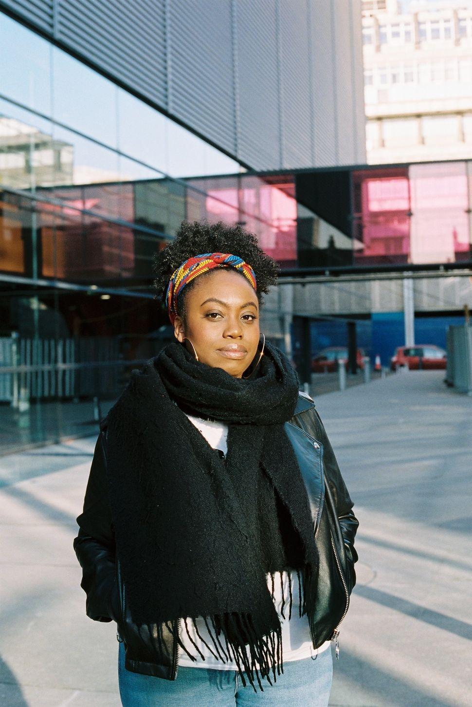크리스타니아는 런던 프라이드 행사에서 친구가 다른 동성애자 여성으로부터 인종 차별 발언을 듣는 걸