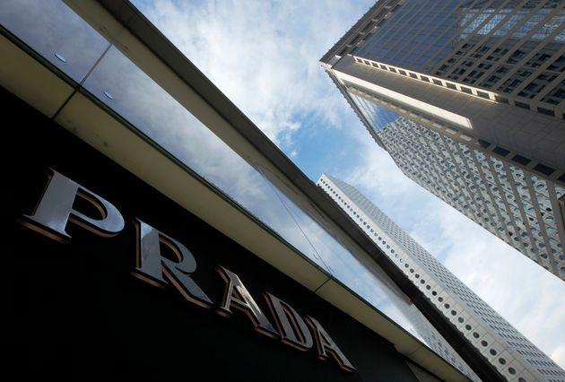 Η Prada αποσύρει προϊόντα που παραπέμπουν σε