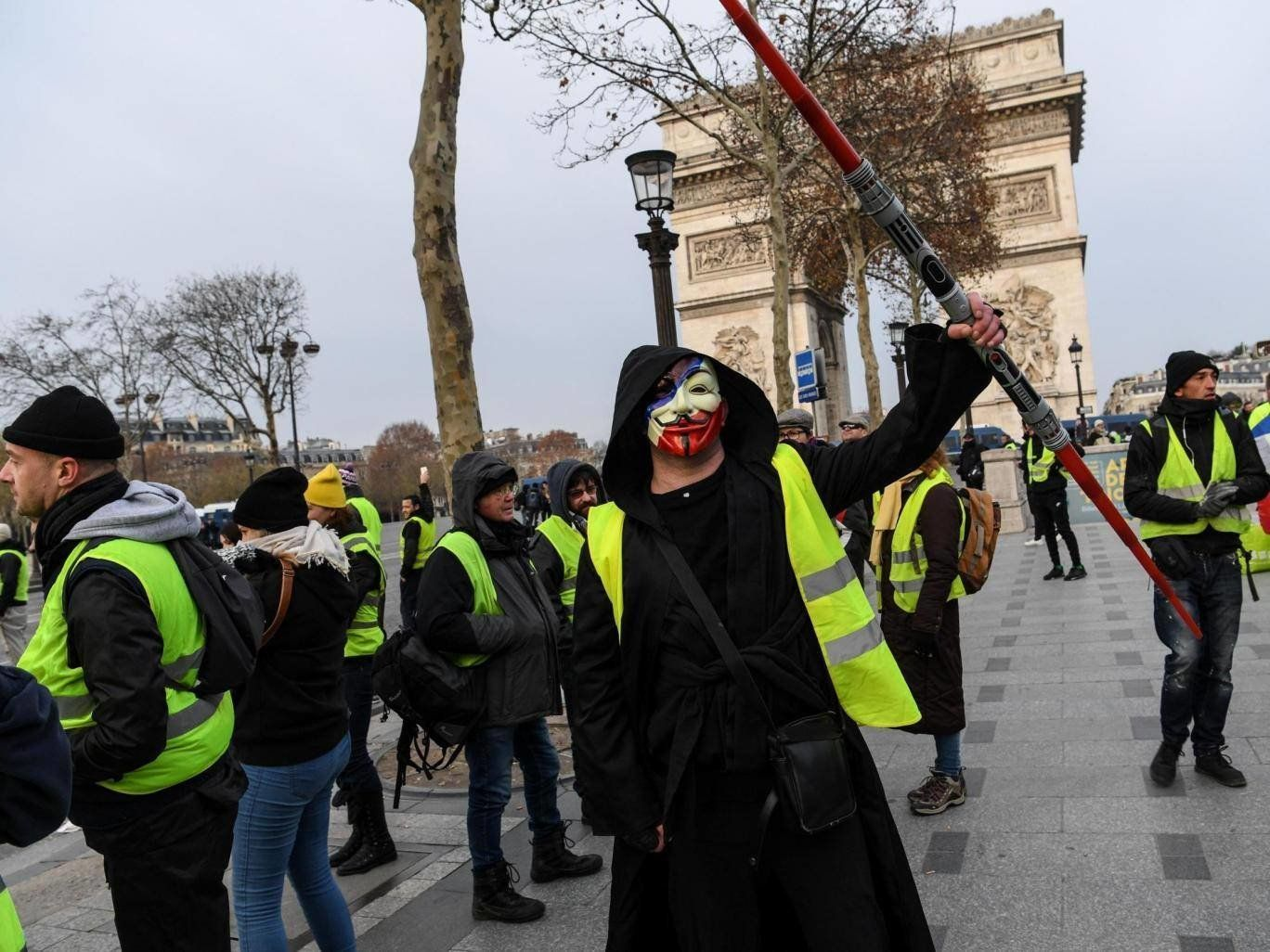 """""""Gelbwesten"""" geraten in Paris erneut mit Polizisten aneinander –trotz Macrons"""