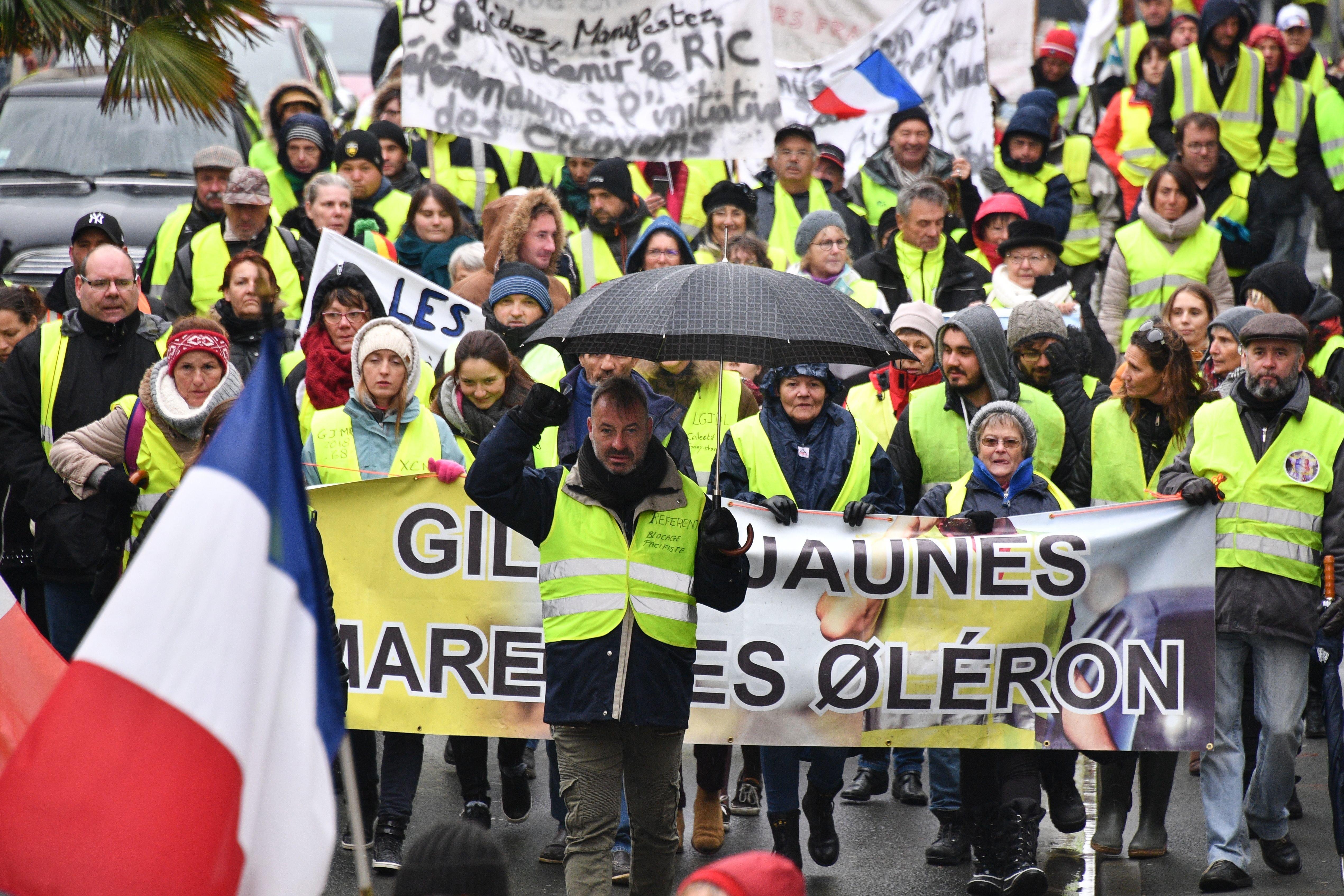 """""""Gilets jaunes"""": une mobilisation plus faible et sans heurts pour l'acte"""