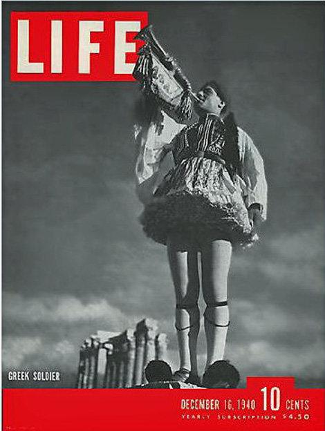 Σαν σήμερα: Το πιο δημοφιλές περιοδικό των ΗΠΑ κυκλοφορεί με έναν Έλληνα τσολιά στο εξώφυλλό