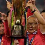 박항서 감독이 스즈키컵 우승 축하금을 받자마자 베트남 축구발전을 위해 써달라며