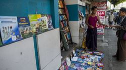 Nettoyeur d'oreilles, écrivain, plombier: les métiers de rue résistent à