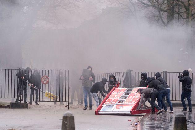 Βρυξέλλες: Επεισόδια σε διαδήλωση κατά του Παγκόσμιου Συμφώνου του ΟΗΕ για τη