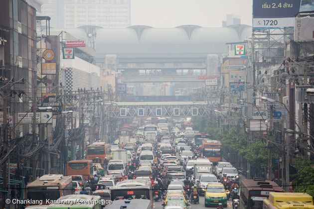 방콕 시내 교통체증으로 막힌