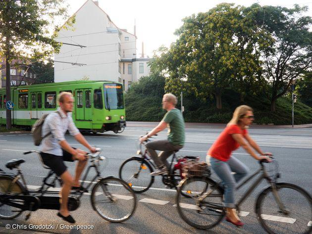 독일 하노버에서 달리는 트램과