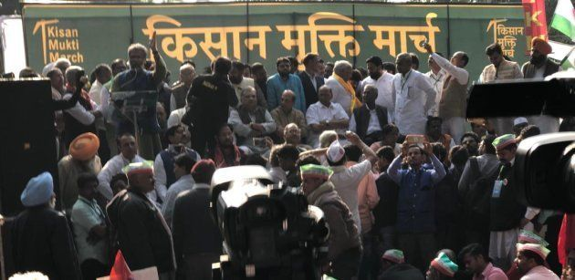 Kisan Mukti March Live Updates: Modi Has Divided India Between Adani And Ambani, Says Rahul