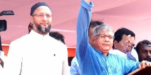 Prakash Yashwant Ambedkar and Asaduddin Owaisi at a rally in