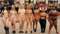런던 빅토리아 시크릿 매장 앞에서 여성들이 시위를