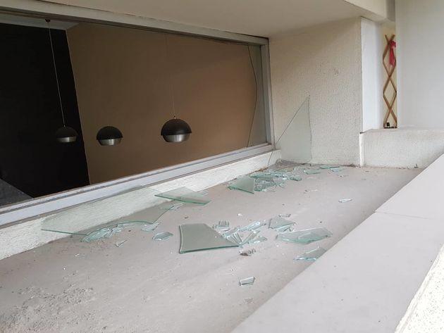 Επίθεση σε ΣΚΑΪ - Καθημερινή: Έσπαζαν τζαμαρίες σπιτιών δεκάδες μέτρα μακριά