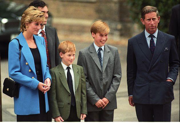 Lady Diana mit ihren Söhnen Harry (links) und William (zw. v. rechts) und Ex-Mann Prinz Charles.