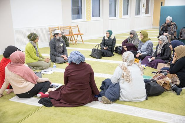 Leading Islamic scholar Sheikh Ibrahim Mogra talks to female students aspiring to lead mosques in the