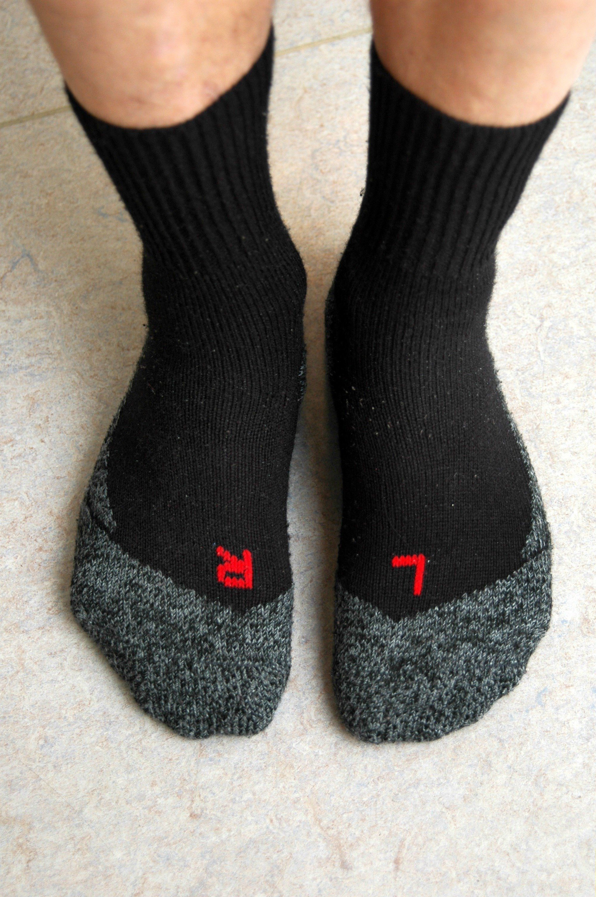 Mann riecht jeden Tag an seinen Socken, dann bangt er um sein