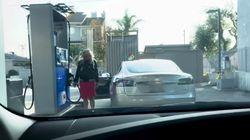 Frau will Auto tanken und sorgt für Gelächter –erkennt ihr den