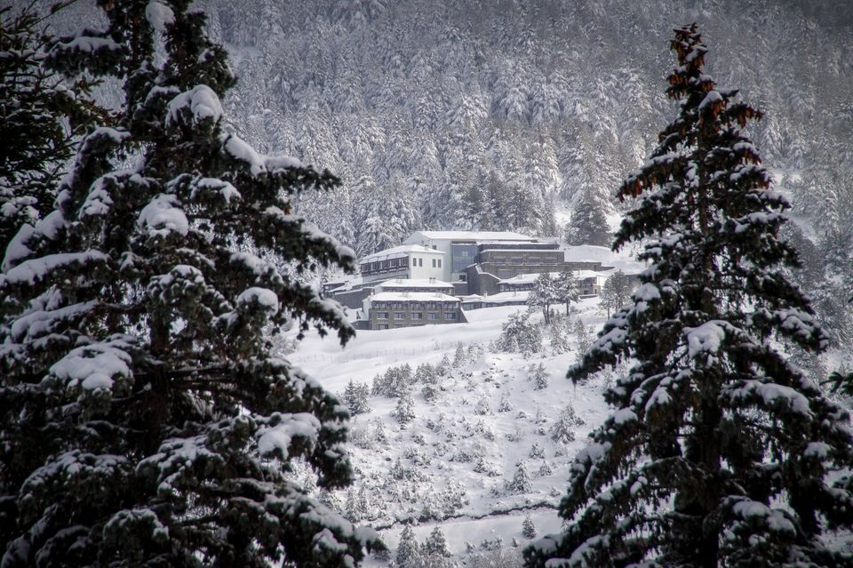 Χειμερινοί προορισμοί για τις γιορτές (και για να...επενδύσετε): Πού θα κλείσετε - πόσο θα πληρώσετε