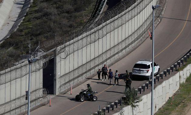 Δύο έφηβοι μετανάστες βρέθηκαν δολοφονημένοι στην