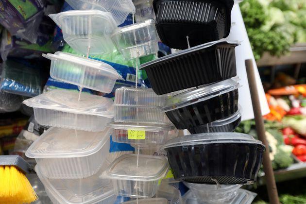Η Ευρώπη απαγορεύει τα πλαστικά μιας