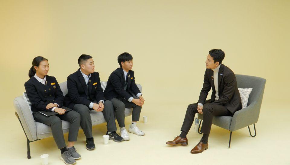 유엔난민기구 친선대사 정우성이 친구의 난민 인정을 도운 아주중 학생들을