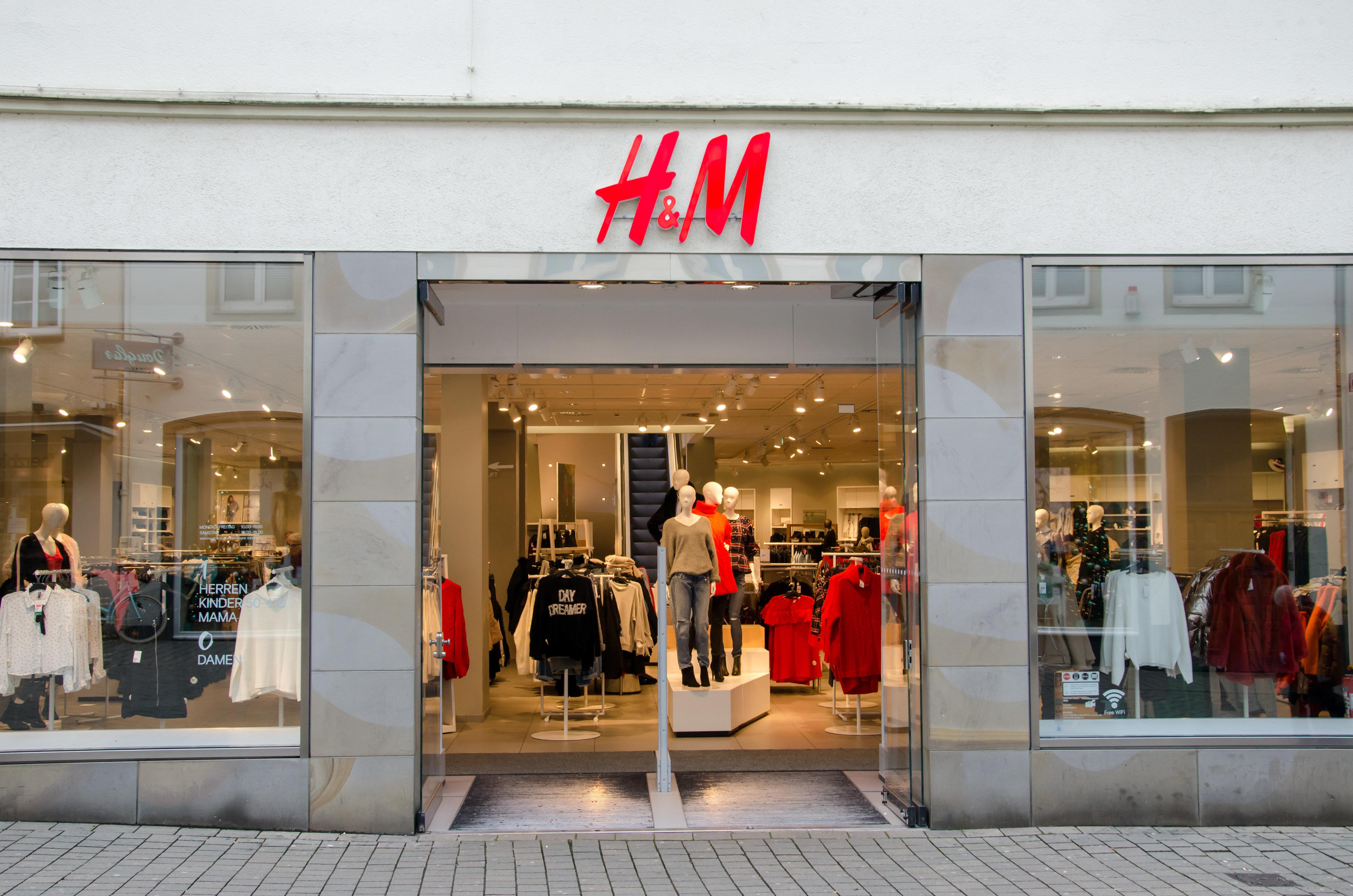 H&M-Verkäuferin packt aus: Was Kunden zu Weihnachten im Laden machen, ist die