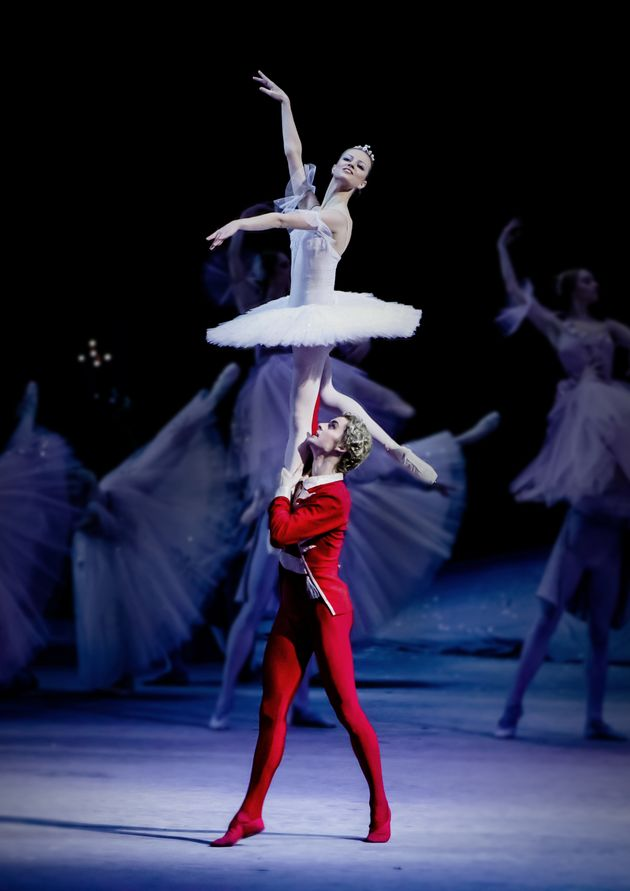 b034cad59c6 HuffPost Weekend: Μουσικές, παραστάσεις, παιχνίδια και κάλαντα από την  πλατεία Θεάτρου ως το. Το κλασικό χριστουγεννιάτικο μπαλέτο ...