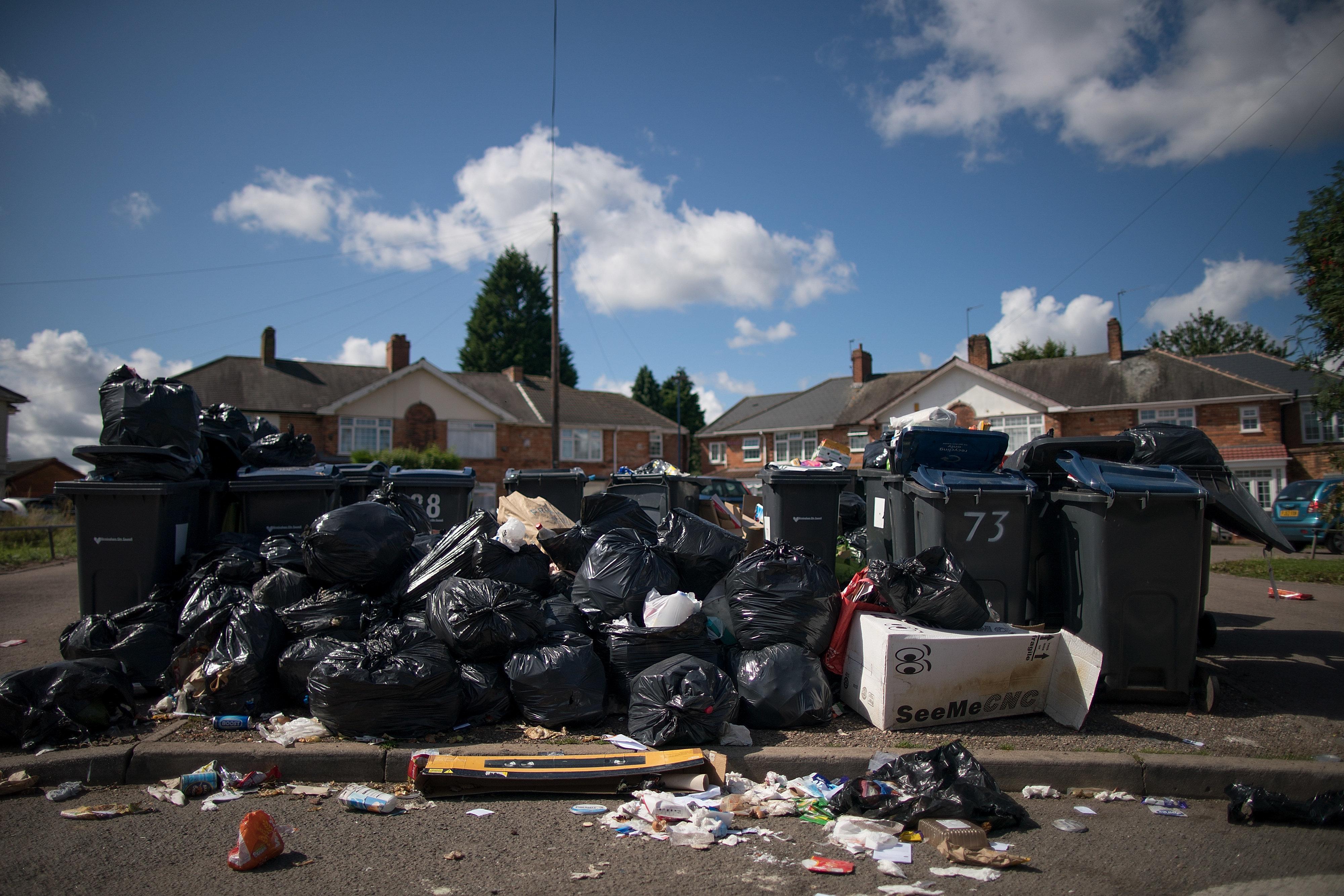 Birmingham's Binmen Dispute Rages, Threatening Christmas Rubbish