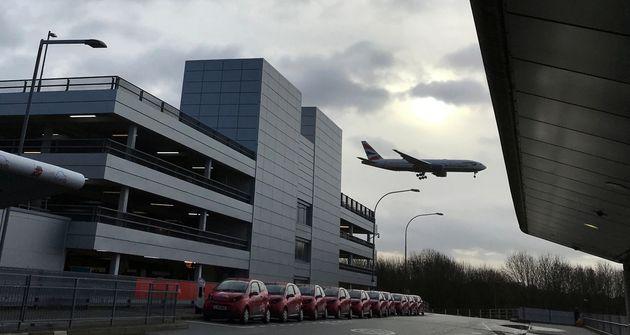 Λονδίνο: Επανέναρξη των πτήσεων στο αεροδρόμιο Γκάτγουϊκ, μετά από νέα θέαση