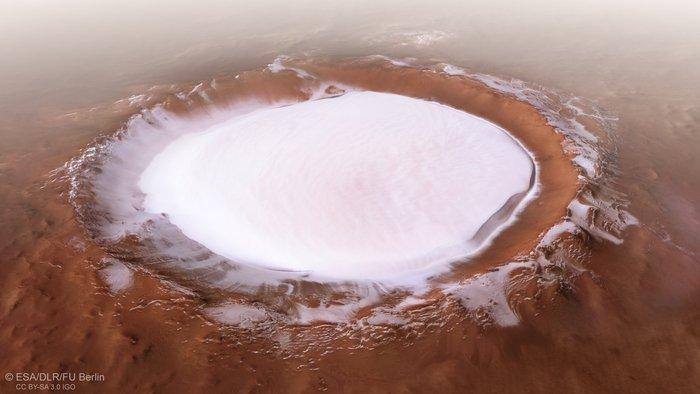 화성 북위 73도 저지대에 있는 코롤료프 분화구의