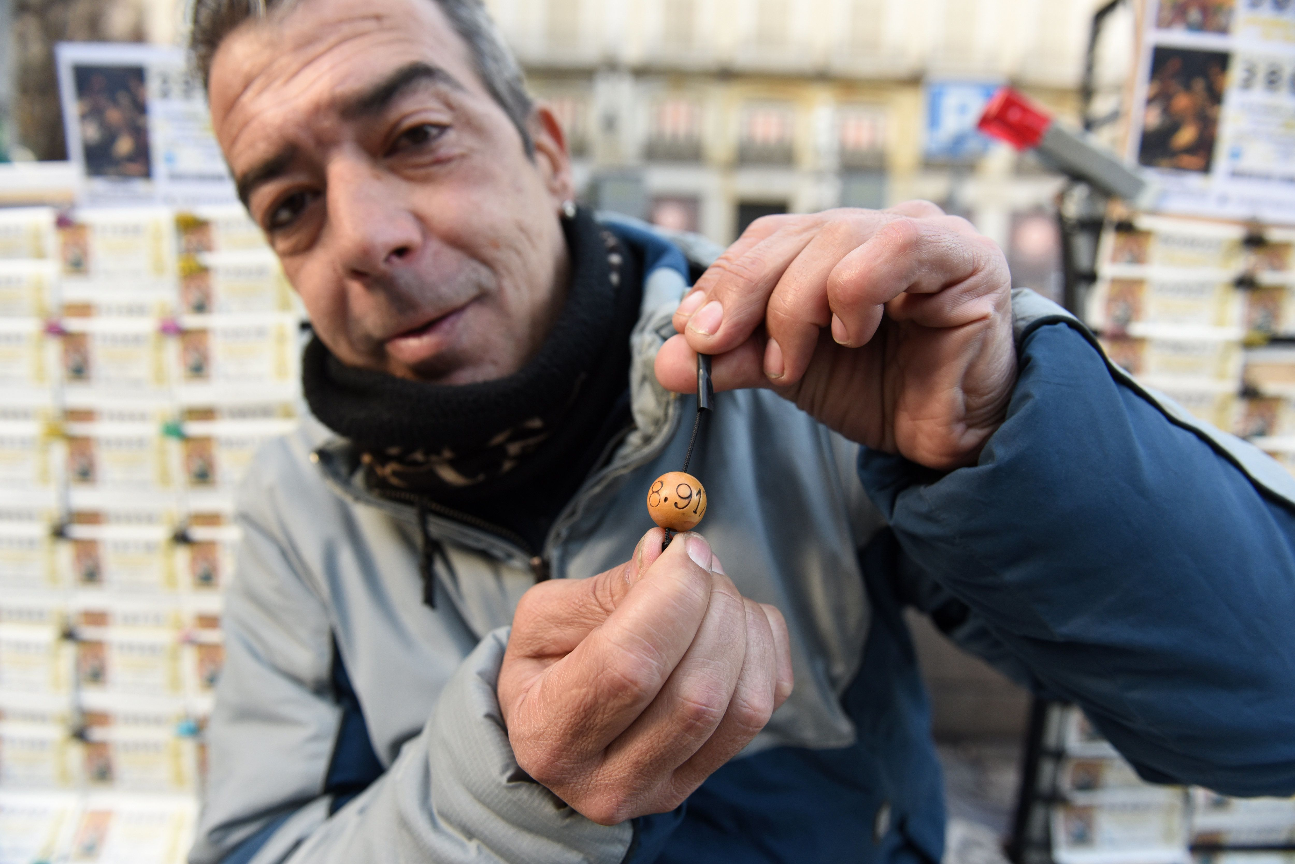MADRID, SPAIN - 2018/12/20: A vendor of tickets of the El Gordo Christmas lottery seen in Madrid. The famous draw El Gordo would be celebrated on December 22, 2018. More than 2.3 billion euros ($3 billion) in prizes would be distributed. (Photo by John Milner/SOPA Images/LightRocket via Getty Images)