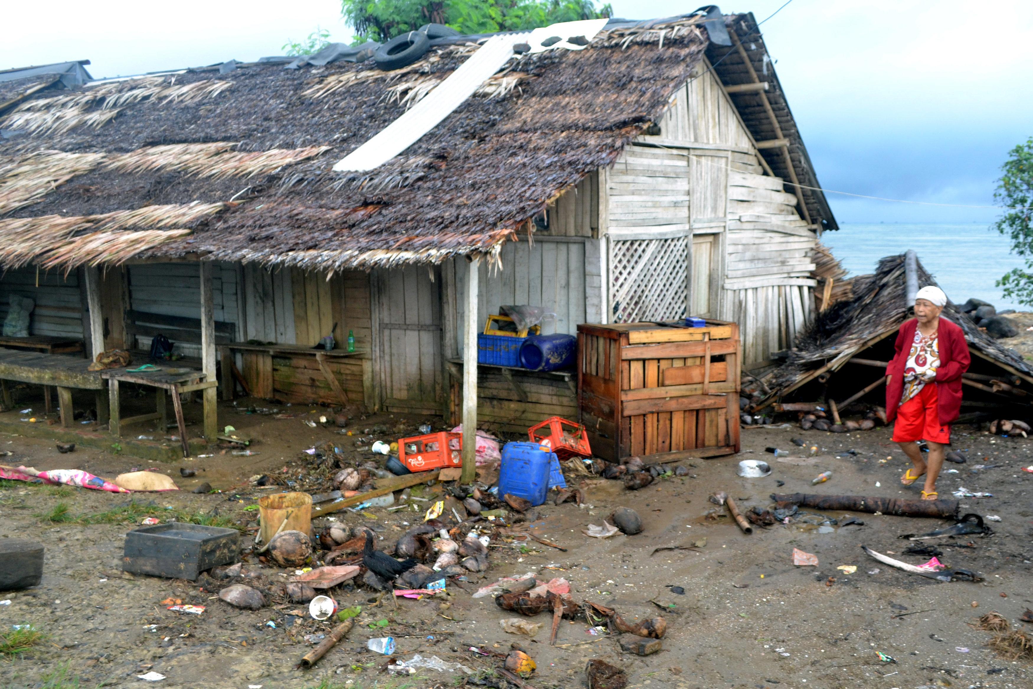 인도네시아에서 화산 활동에 따른 쓰나미로 최소 168명이
