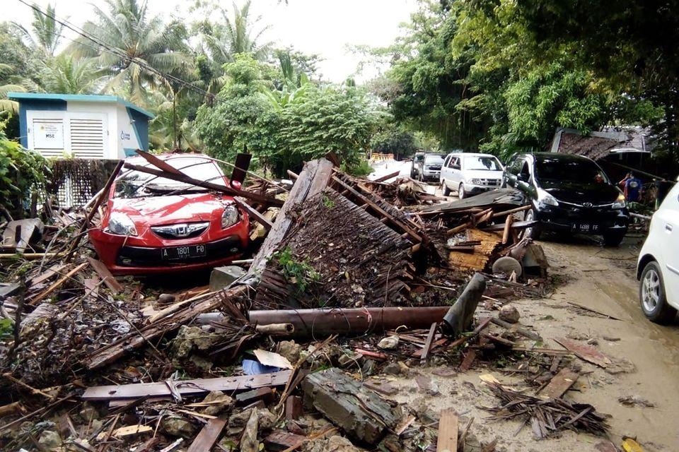 Τσουνάμι στην Ινδονησία - Εκατοντάδες νεκροί και τραυματίες και το λάθος των αρχών